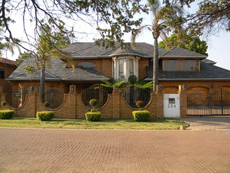 Large family house on auction in Sunward Park