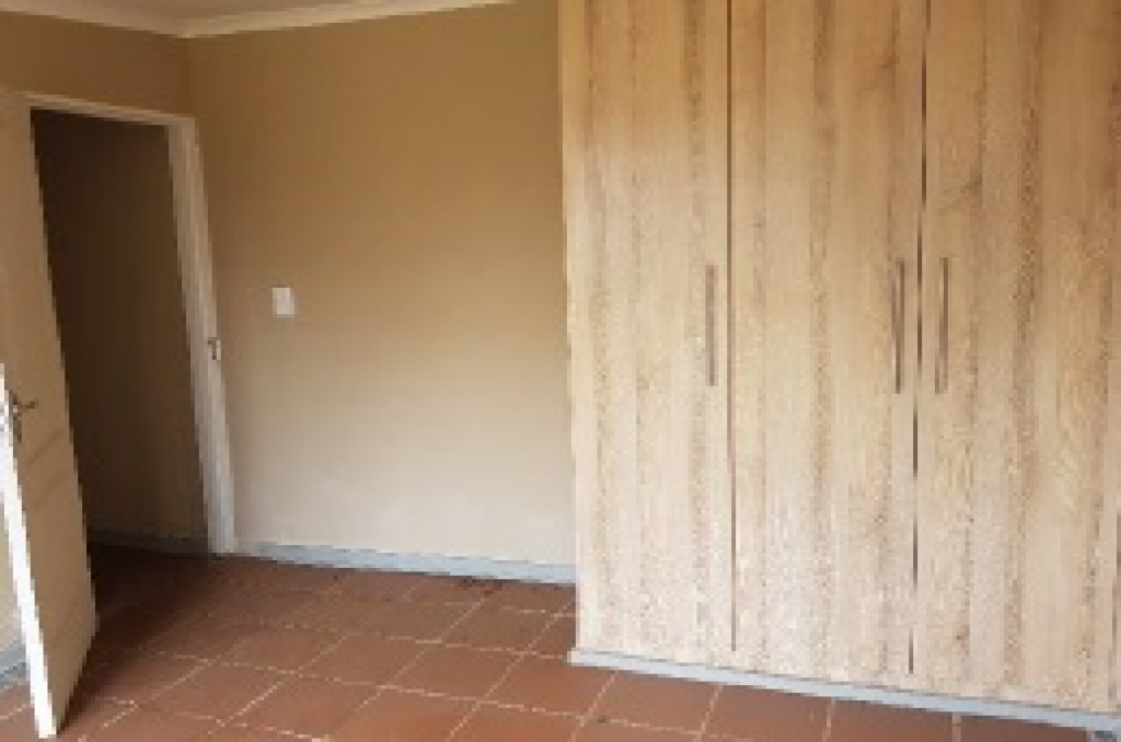 371 31ST AVENUE,Gauteng,6 Bedrooms Bedrooms,6 BathroomsBathrooms,Residential Properties,31ST AVENUE,1084