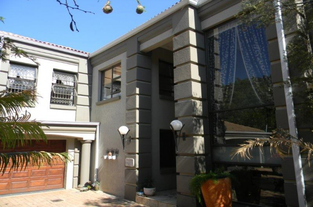 949 Stangeria Road,Gauteng,4 Bedrooms Bedrooms,2 BathroomsBathrooms,Residential Properties,Stangeria Road,1087